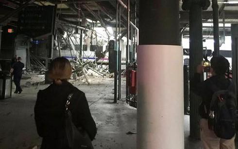 Tàu đâm nhà ga ở Mỹ 100 người bị thương ảnh 1