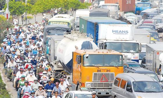Tập trung giải quyết ùn tắc giao thông ảnh 1