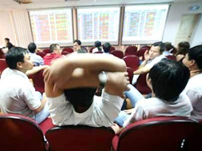 Bàn tay dơ hữu hình lấn át bàn tay vô hình ảnh 1
