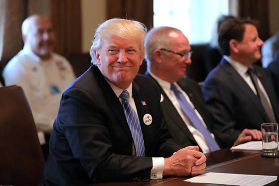 Trump sắp ra sắc lệnh xét lại 14 FTA ảnh 1