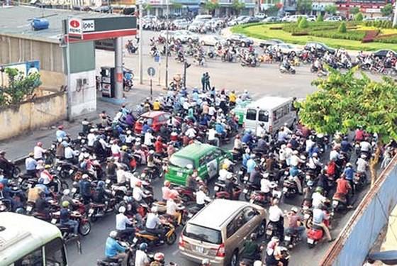 Điều chỉnh giao thông hàng loạt tuyến đường khu vực vòng xoay Nguyễn Kiệm ảnh 1