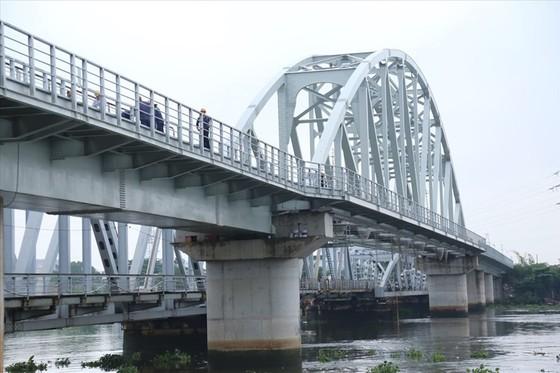 Thông tuyến đường sắt qua cầu Bình Lợi mới ảnh 1
