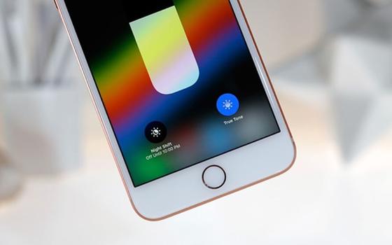 """iPhone 8 Plus vừa mạnh mẽ vừa """"truyền thống"""" ảnh 3"""
