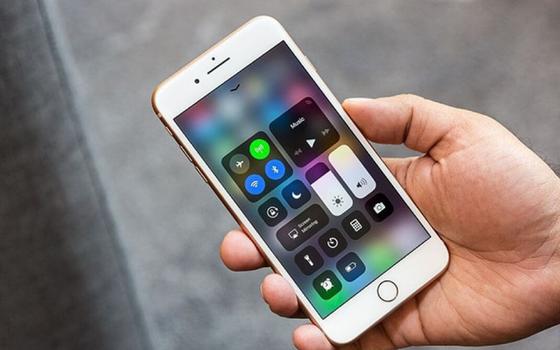 """iPhone 8 Plus vừa mạnh mẽ vừa """"truyền thống"""" ảnh 1"""
