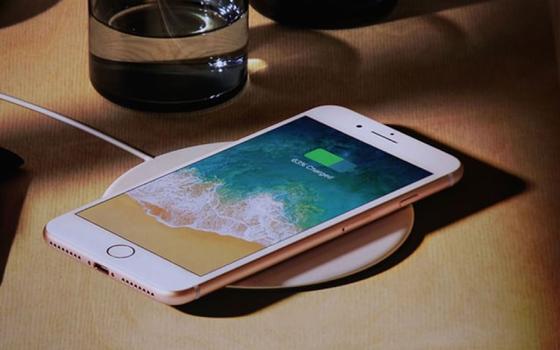 """iPhone 8 Plus vừa mạnh mẽ vừa """"truyền thống"""" ảnh 2"""