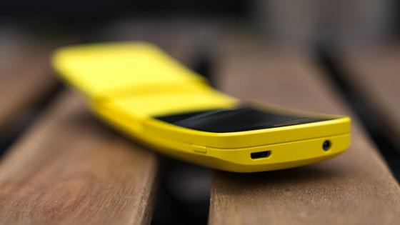 """Tậu ngay Nokia """"chuối"""" 8110 4G màu vàng   ảnh 2"""