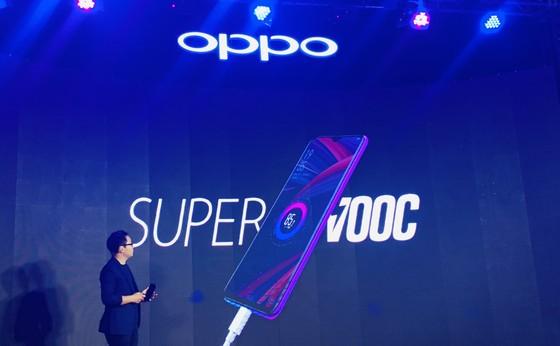 OPPO chính thức ra mắt R17 Pro tại Việt Nam ảnh 4