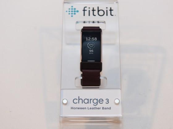 Fitbit Charge 3 giá thấp nhất gần 3,8 triệu đồng ảnh 1