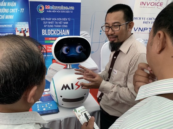 Misa phát triển robot Zenbo thành lễ tân số, nhân viên tư vấn ảnh 1