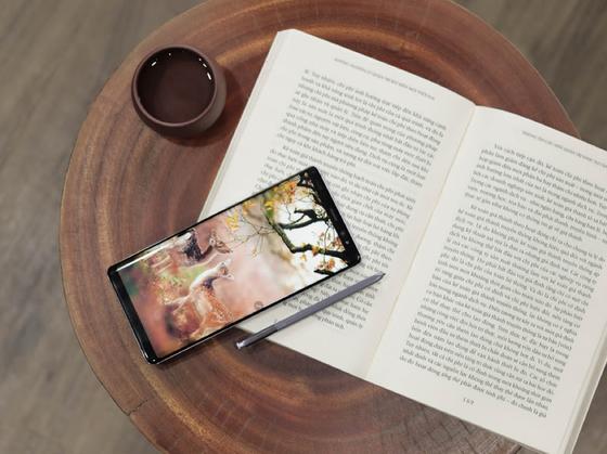 Với tầm 9 triệu, nên chọn iPhone 7 Plus hay Samsung Galaxy Note 8 chơi Tết? ảnh 2