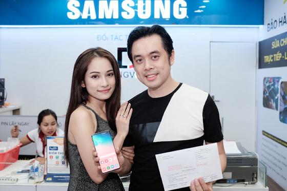 Sao Việt nào chọn Galaxy S10/S10+ làm quà người thân 8-3? ảnh 3