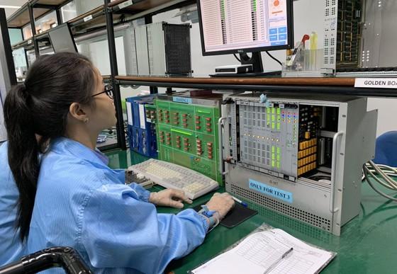 Chủ tịch UBND TPHCM Nguyễn Thành Phong làm việc với doanh nghiệp trong SHTP ảnh 2