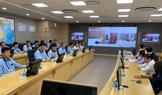 Chủ tịch UBND TPHCM Nguyễn Thành Phong làm việc với doanh nghiệp trong SHTP ảnh 4