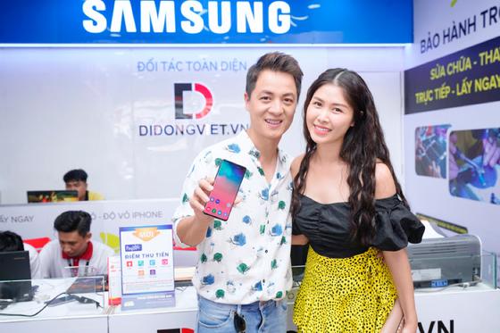 Sao Việt nào chọn Galaxy S10/S10+ làm quà người thân 8-3? ảnh 4