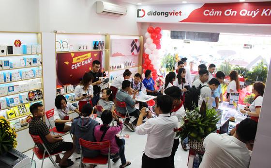 Di Động Việt mang tai nghe Airpods 2 đầu tiên về Việt Nam, giá 6,2 triệu đồng ảnh 3