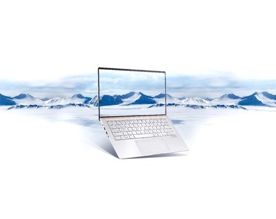 ASUS ra mắt dòng ZenBook UM433 và ZenBookFlip UM462 được trang bị vi xử lý thế mới từ AMD ảnh 1