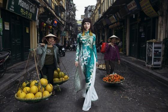 Ấn tượng với nghê Việt trên áo dài truyền thống ảnh 3