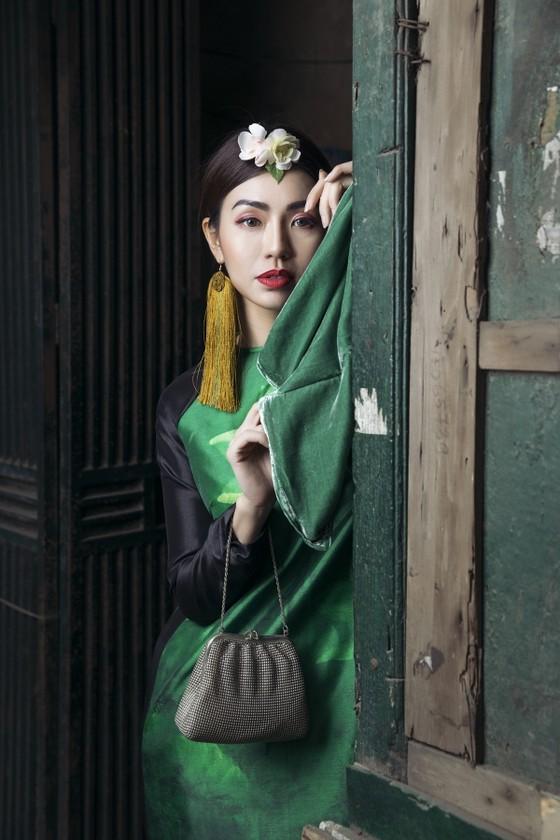Ấn tượng với nghê Việt trên áo dài truyền thống ảnh 5