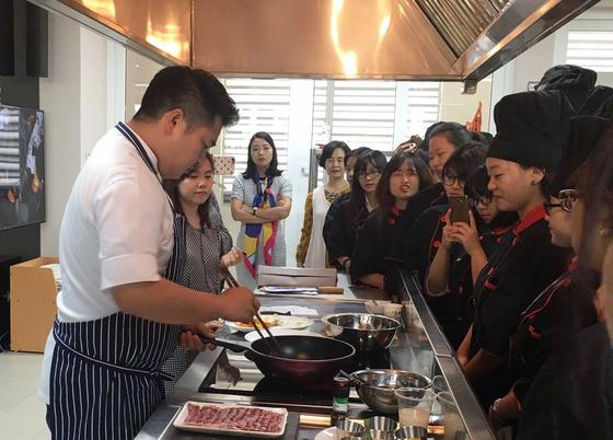 Chuyên gia ẩm thực Hàn Quốc đưa tinh hoa xứ kim chi đến Hà Nội ảnh 1
