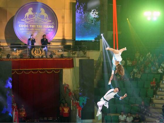 Tài năng xiếc Việt có cuộc ra mắt ấn tượng  ảnh 1
