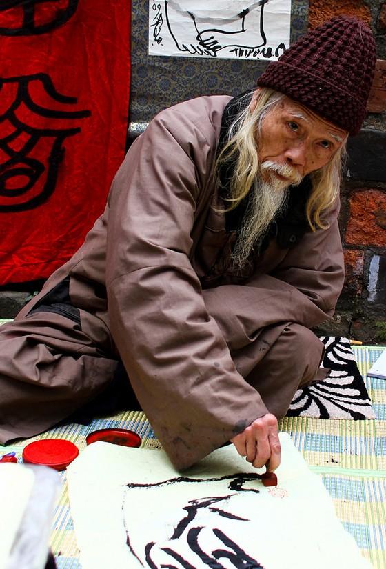 Ông đồ Cung Khắc Lược đã trở lại hội chữ Xuân Văn Miếu - Quốc Tử Giám ảnh 1