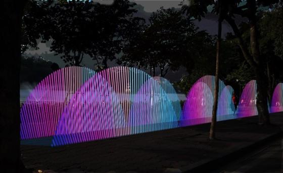 Hồ Gươm lung linh với nhiều công trình điêu khắc ánh sáng ảnh 2