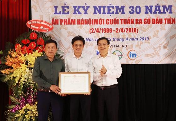 Kỷ niệm 30 năm ngày ấn phẩm Hà Nội mới cuối tuần ra số đầu tiên ảnh 1