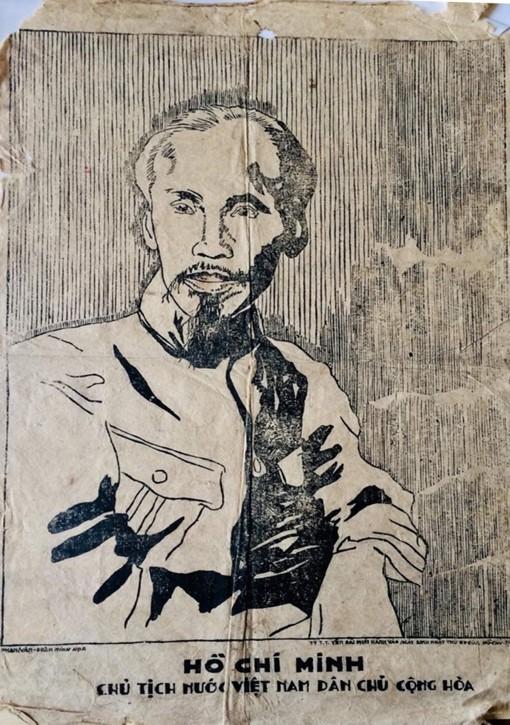 Tiếp nhận tranh cổ động Chân dung Chủ tịch Hồ Chí Minh bằng giấy dó ảnh 1