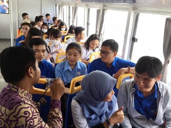 Đại biểu Thanh niên Đông Nam Á – Nhật Bản góp ý phát triển buýt đường sông kết hợp du lịch ở TPHCM ảnh 1