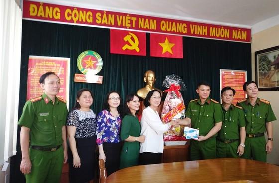Lãnh đạo TPHCM thăm, tặng quà tết Cảnh sát PCCC, Cảnh sát Hình sự TPHCM ảnh 2