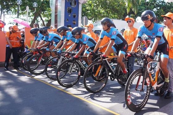 Các tay đua Bike Life Đồng Nai tại vạch xuất phát. Ảnh: HOÀNG HÙNG