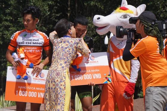 Cúp Truyền hình TPHCM 2018: Danh hài Việt Hương thán phục các VĐV xe đạp ảnh 1