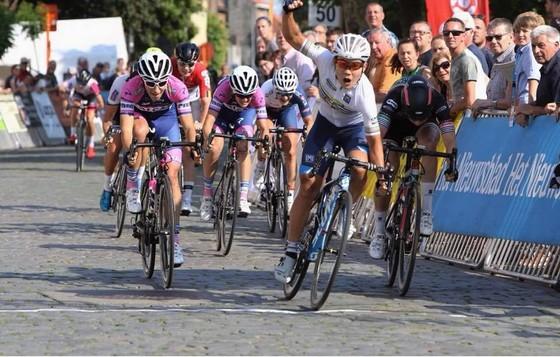 Nguyễn Thị Thật đoạt áo vàng giải xe đạp ở Bỉ ảnh 1