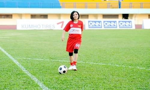 """Ca sĩ Phương Thanh: """"Thích xem World Cup nhờ biết Maradona"""" ảnh 3"""