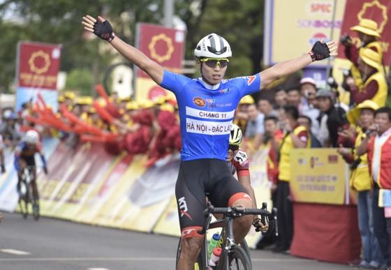 Tay đua Im Jaeyeon thể hiện sức mạnh về nước rút lần thứ 3 thắng chặng.