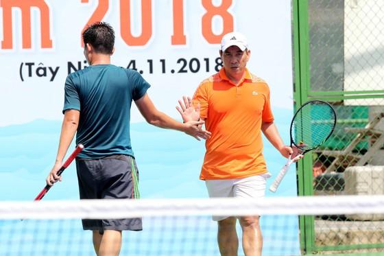 Mẹ ngôi sao quần vợt Lý Hoàng Nam tung hoành trên sân quần vợt phong trào ảnh 6