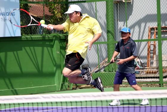 Mẹ ngôi sao quần vợt Lý Hoàng Nam tung hoành trên sân quần vợt phong trào ảnh 5