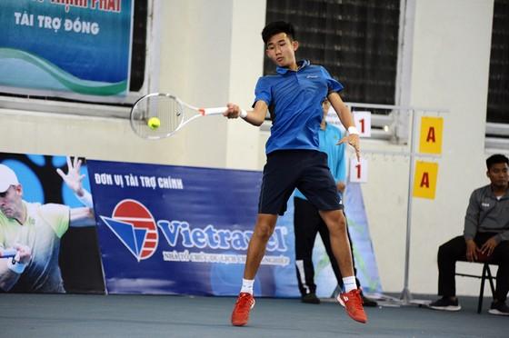 Nguyễn Văn Phương tại giải các tay vợt xuất sắc.