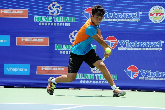 Tay vợt trẻ Nguyễn Văn Phương.