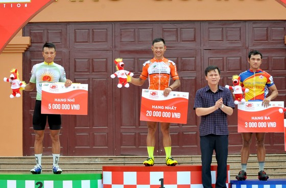 Lê Nguyệt Minh thắng thế trong cuộc chiến áo xanh giải xe đạp Cúp Truyền hình  ảnh 2