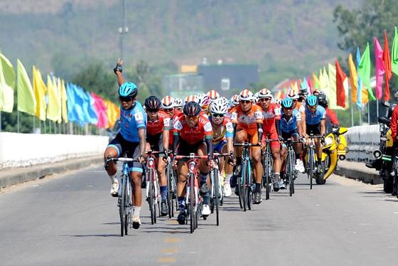 Cúp xe đạp Truyền hình: Nguyễn Thành Tâm chiến thắng trong gang tấc ảnh 1