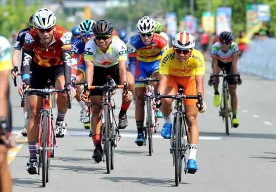 Giải xe đạp Về Nông Thôn: Endenrbat độc diễn ngoạn mục lật đổ áo vàng ảnh 3