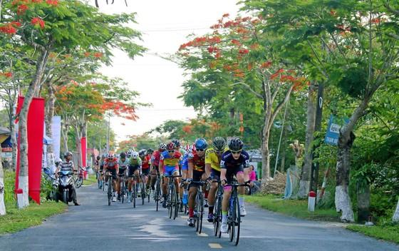 Giải xe đạp Về Nông Thôn: Nguyễn Văn Bình tái chiếm áo xanh ảnh 2