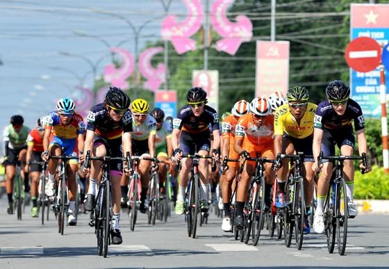 Giải xe đạp Về Nông Thôn: Văn Bình bảo vệ áo xanh trước sự tấn công của Duy Nhân ảnh 2