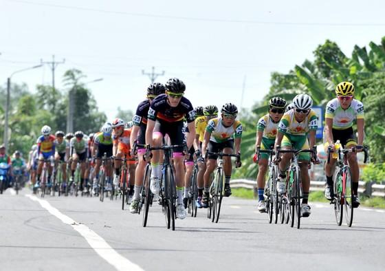 Giải xe đạp Về Nông Thôn: Kịch tính cuộc chiến áo xanh ảnh 2
