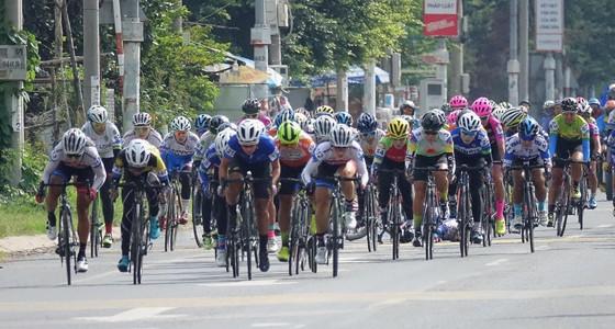 Các tay đua đang chuuẩn bị lao về đích.