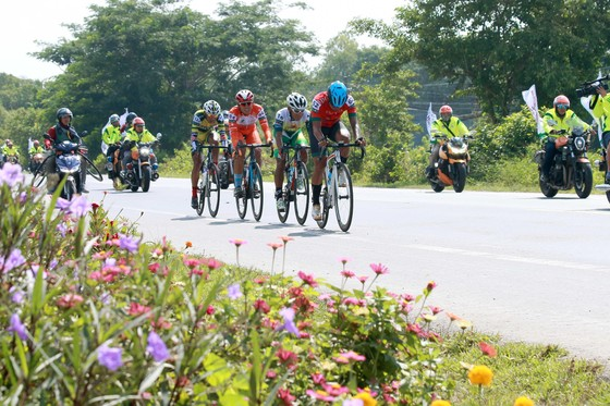 Giải xe đạp ĐBSCL: Các tay đua Đồng Nai thách đấu nước rút với TPHCM ảnh 2