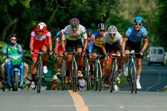 Giải xe đạp ĐBSCL: Ngoại binh thâu tóm áo vàng lẫn áo xanh  ảnh 2