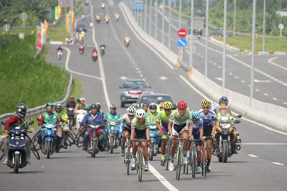 Giải xe đạp ĐBSCL: Jordan Parra lần thứ 2 thắng chặng ảnh 2