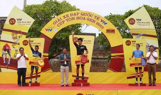 Giải xe đạp quốc tế VTV Cúp: Tay đua Hàn Quốc IM Jaeyeon đòi lại cả áo vàng lẫn áo xanh ảnh 3